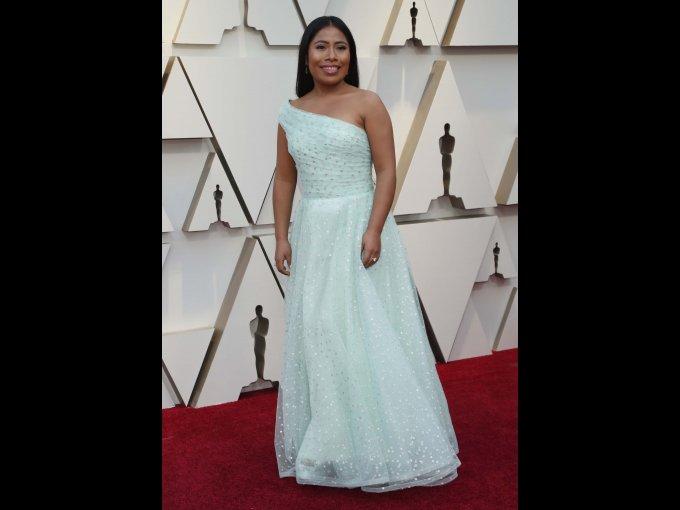 La mexicana Yalitza Aparicio eligió un vestido Rodarte en un bello tono menta.