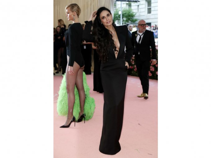Demi Moore en un traje Saint Laurent fue cero 'Camp'