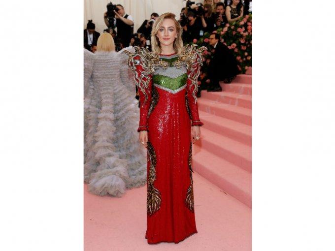 Saroirse Ronan utilizó un vestido Gucci que la hacía ver elegante.