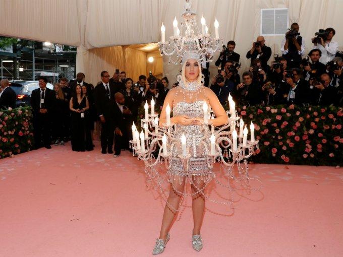 El atuendo de Katy Perry fue de los que más llamó la atención. Este look Moschino fue parte de la colección de 2018.