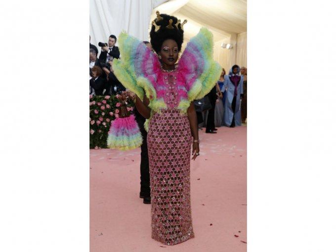 Lupita N'yongo parecía una tierna mariposita pero sin perder el estilo.
