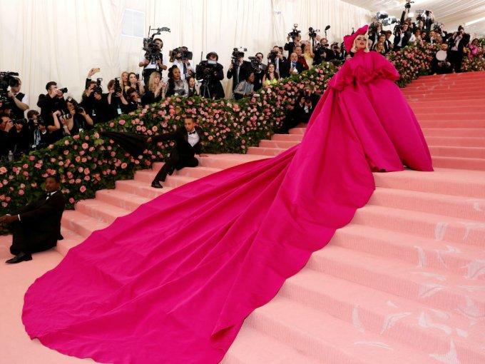 Lady Gaga hizo una de las entradas más espectaculares y éste es uno de los cuatro vestidos diseñados por Brandon Maxwell que usó.
