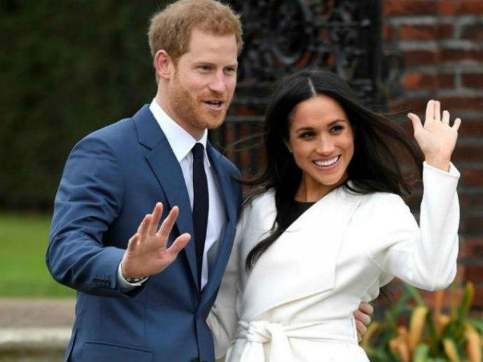 Harry y Meghan anunciaron su compromiso en 2017 tras rumores de que los dos salían.