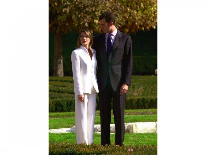 Letizia conoció al ahora rey Felipe en 2003. Durante meses tuvieron una relación secreta hasta que se comprometieron en 2003.