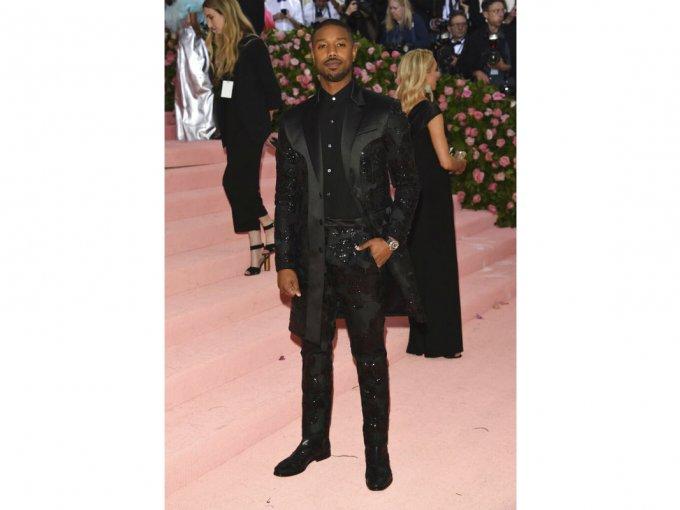 Michael B. Jordan fue otro de los aburridos que escogió un traje negro.