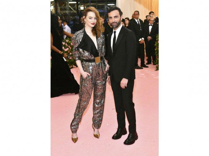 Emma Stone fue otra de las que optó por algo seguro. Un diseño de Nicholas Ghésquiere para Louis Vuitton que no sorprendió para nada.