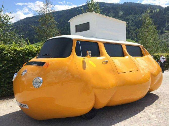 """Arte en el jardín: """"Busy Bus"""", obra artística de Erwin Wurm"""