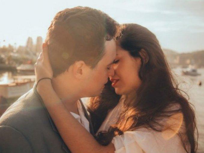 Existe un área de estudio dedicada a los besos. Se llama filematología.