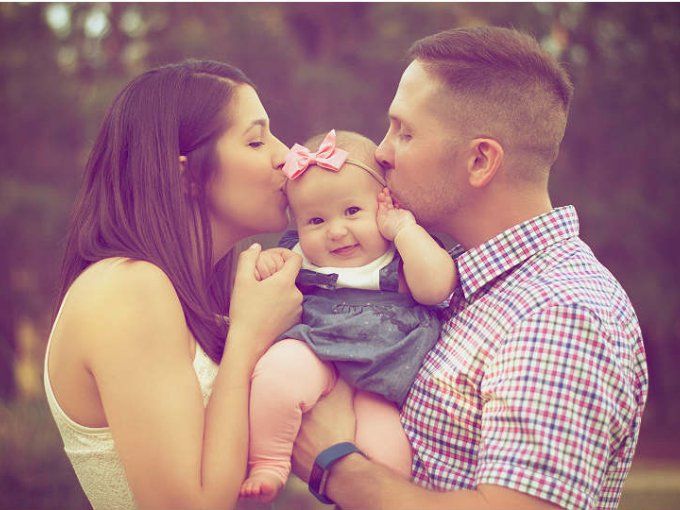 Científicos encontraron que los hombres que besan a sus esposas antes de irse al trabajo viven 5 años más que los que no.