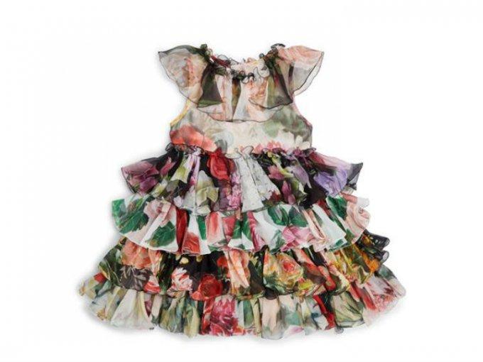 Ahora que si quieres algo mucho más elegante, qué tal un vestido Dolce & Gabanna de 22 mil pesos.