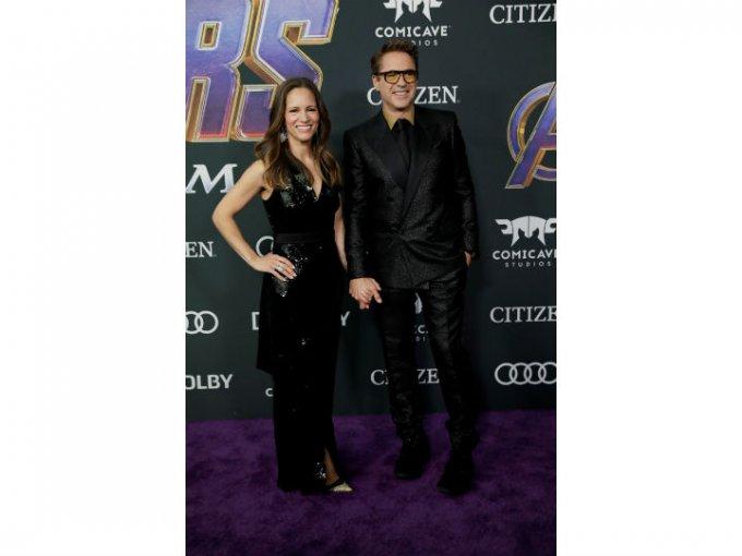 Robert Downey Jr. llevó un traje estampado Givenchy.