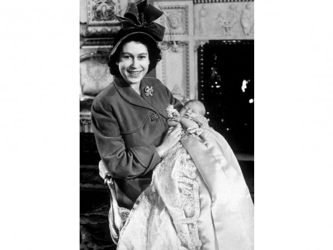 Cuando Isabel presentó a Carlos todavía no era nombrada reina.