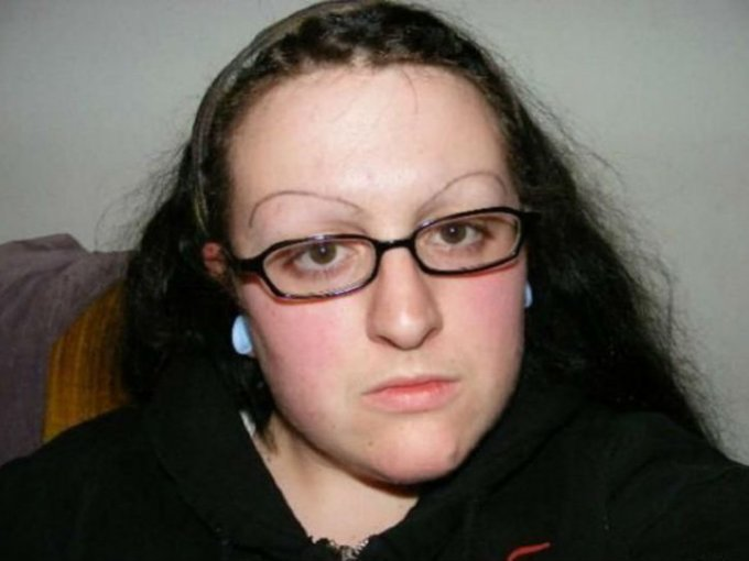 Lo más recomendable es acudir con un experto que diseñe cejas según la forma de tu rostro.