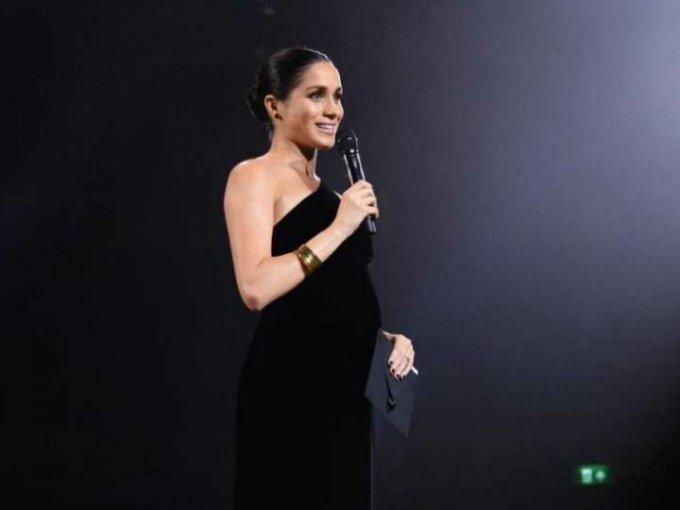Meghan hizo una presentación sorpresa en los British Fashion Awards dejando ver por primera vez su avanzado embarazo.