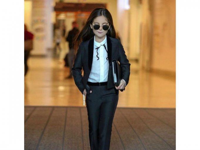 Su estilo es bastante refinado y elegante, como una chica británica debe ser.