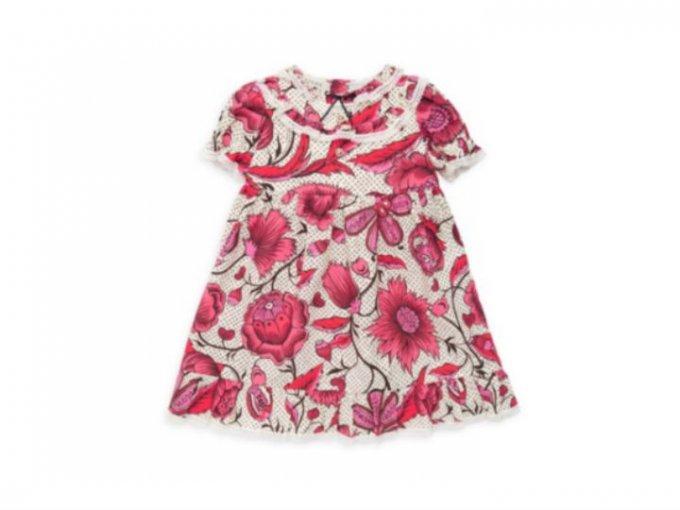 Un vestido floreado para bebé de Gucci cuesta 12 mil pesos.