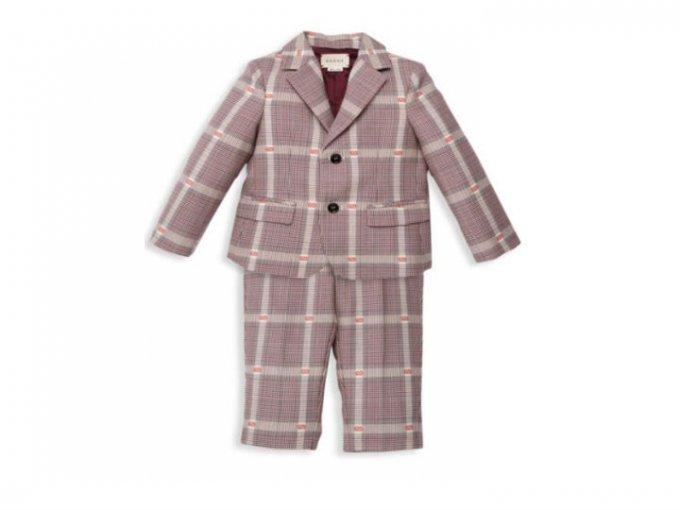Uno de los atuendos más caros que nos encontramos fue este traje para bebé de Gucci y que tiene un precio de 22 mil pesos.