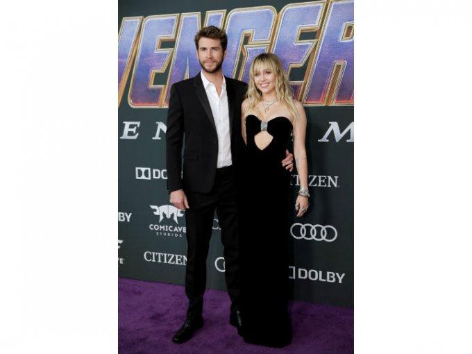 Liam Hemsworth y Miley Cyrus fueron coordinados con Saint Laurent.