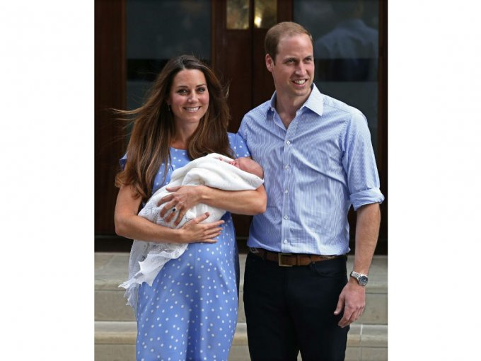 Años después, William salió con Kate a la puerta de la sala Lido para presentar a George, el cuarto en la línea de sucesión al trono.
