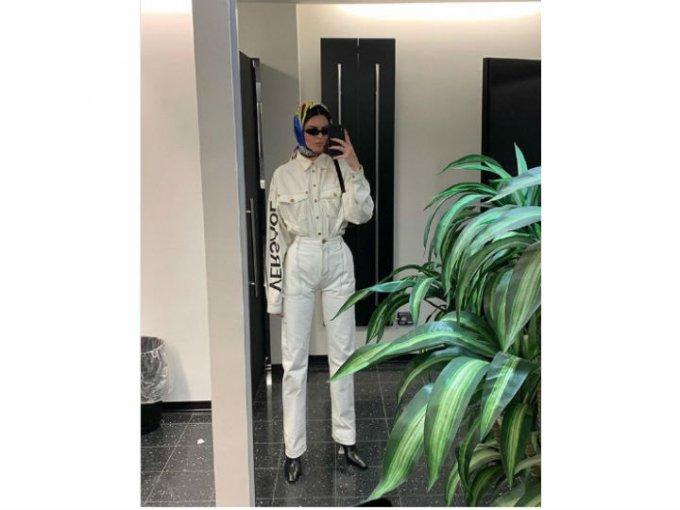 Kendall Jenner también ha dado clases de cómo llevar un look totalmente en blanco.
