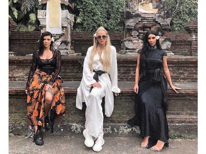 Años después, las hermanas Kardashians son consideradas un ícono de moda y belleza.