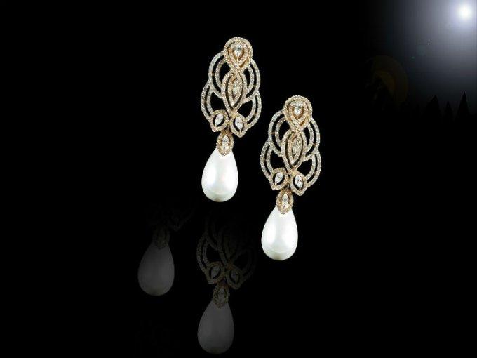 Pieza de joyería original y única que se puede complementar con piezas preciosas.