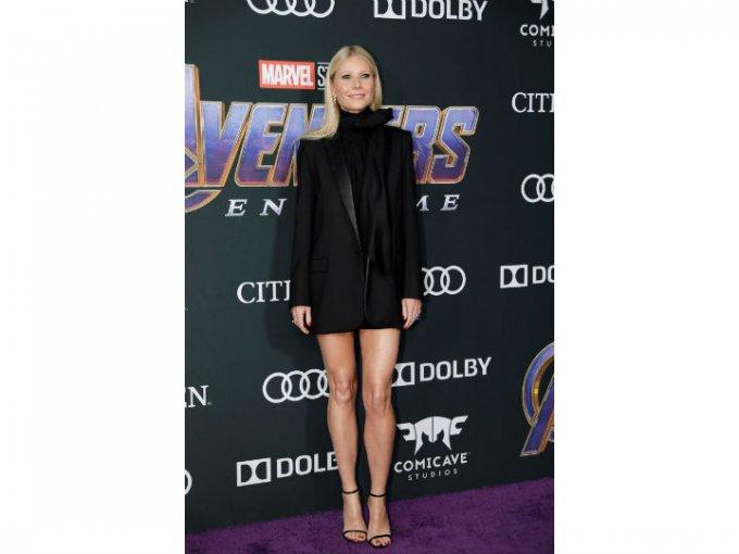 Gwyneth Paltrow usó un saco largo y falda corta de G. Label.