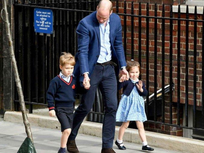 En esa ocasión, George (4) y Charlotte (3) fueron a recibir al nuevo miembro de la familia.