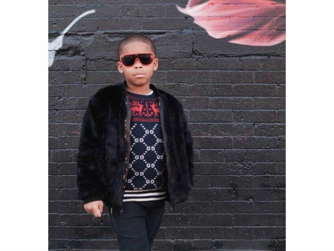 Su estilo suele ser bohemio y en ocasiones urbano.