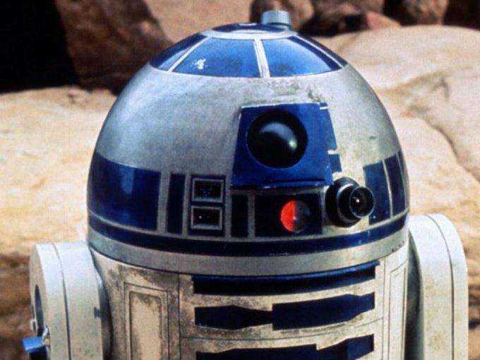 Uno de los primeros R2D2 usados en la película de 1977 y más completo se vendió en 2.76 millones de dólares.