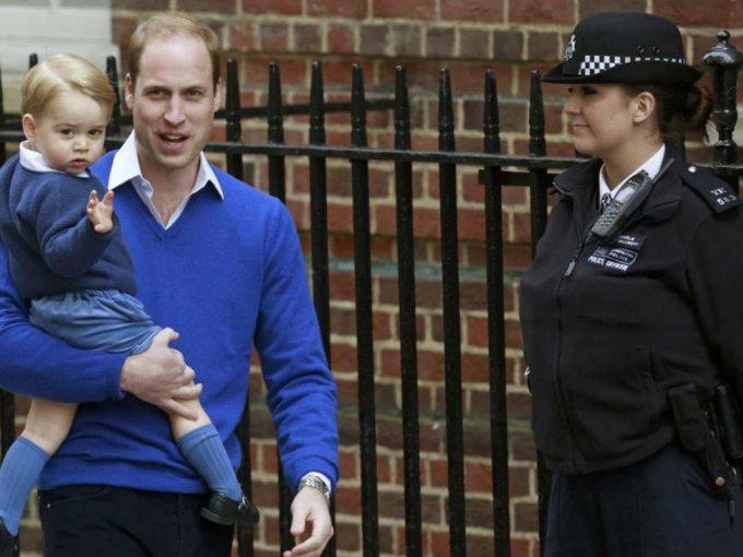 Como es tradición, George acudió a conocer a su hermanita menor.