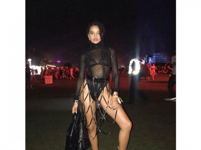 Shanina Shaik fue de las que optó por usar transparencias y corsets.