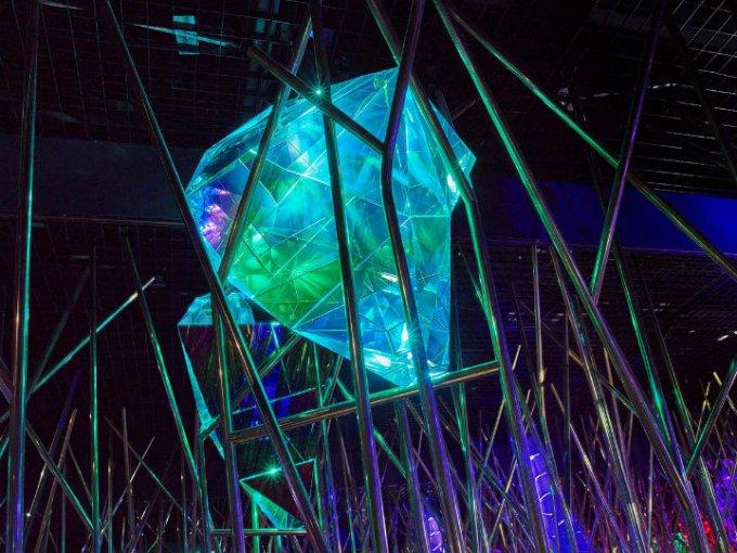Dentro de este espacio hay gemas ocultas en forma de los cristales más grandes que Swarovski ha producido.