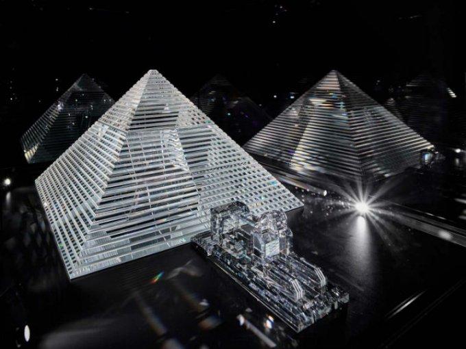 FAMOS: Cuatro monumentos arquitectónicos creados por el dúo de artistas rusos, Blue Noses.
