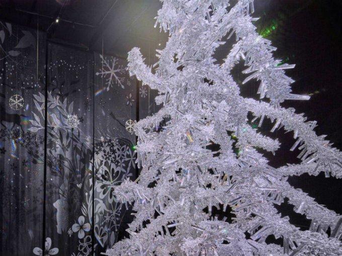 Luz Silenciosa: En este espacio se encuentra el árbol de cristal de los diseñadores Tord Boontje y Alexander McQueen.