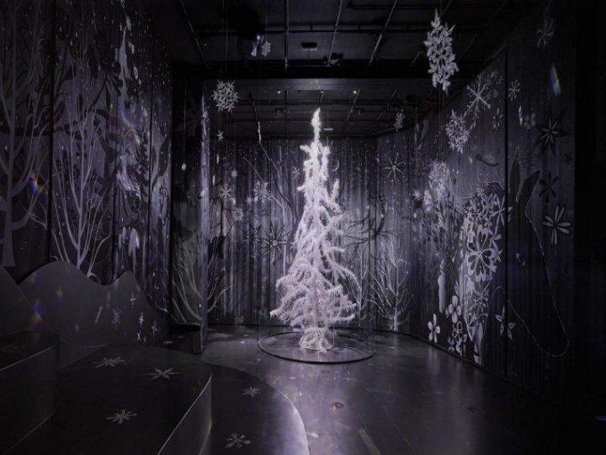 Lo crearon en 2003 para el vestíbulo del Victoria and Albert Museum en Londres; más tarde se trasladó al mundo de Cristal Swarovski.