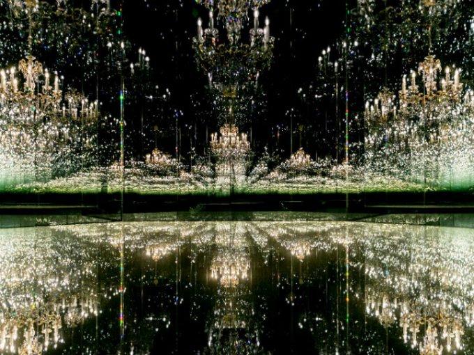 """""""Chandelier of Grief"""" Habitación de espejo infinito: La única instalación accesible al mundo de Yayoi Kusama."""