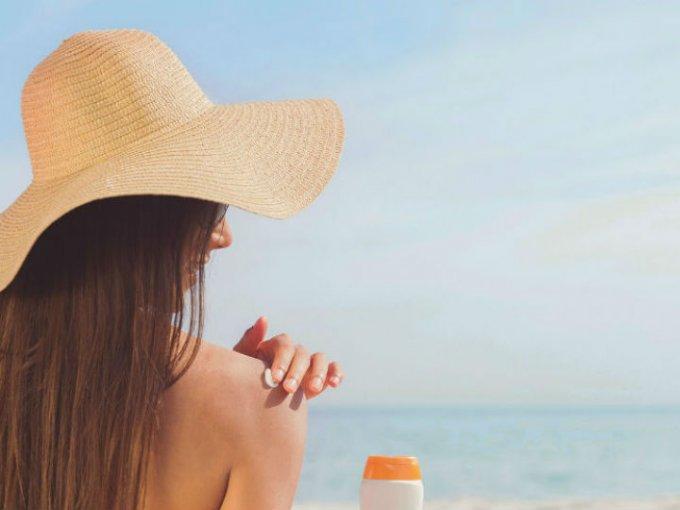 Uno de los mitos de los protectores y bloqueadores solares es que las personas con pieles oscuras no lo necesitan. Los rayos UV afectan todas las pieles independientemente del color.