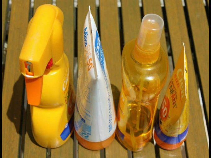 Un bloqueador no es lo mismo que un protector solar. El primero, como su nombre dice, bloquea los rayos UV; un protector los absorbe para evitar que lleguen en menor medida a tu piel.