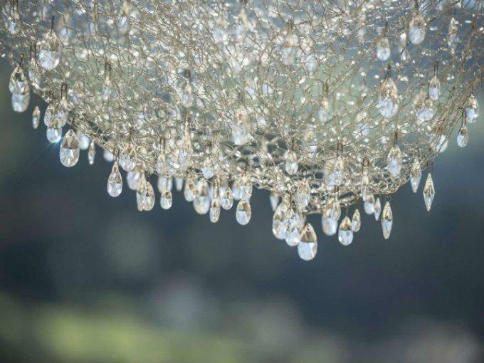 La nube se compone de unos 800.000 cristales de Swarovski.