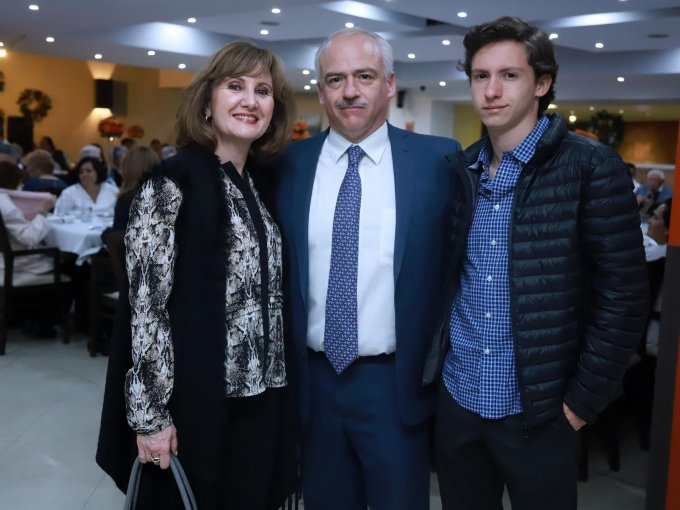 Maribel Naves con Alejandro y Alejandro Gayón