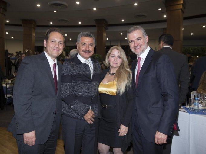 Alejandro Serio, Napoleón y Leticia Fillat con Alejandro Maffuz