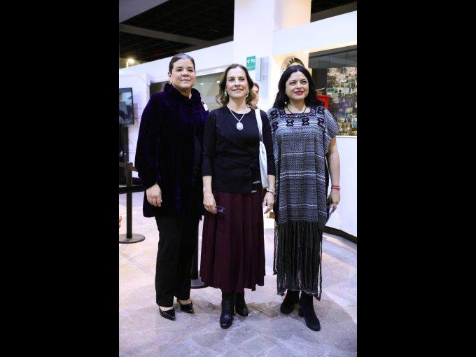Sonya Santos, Beatriz Gutiérrez Müller y Alejandra Frausto