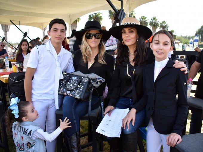 Germán y Alejandra Gándara con Paty de Gándara e Ivanna Gándara
