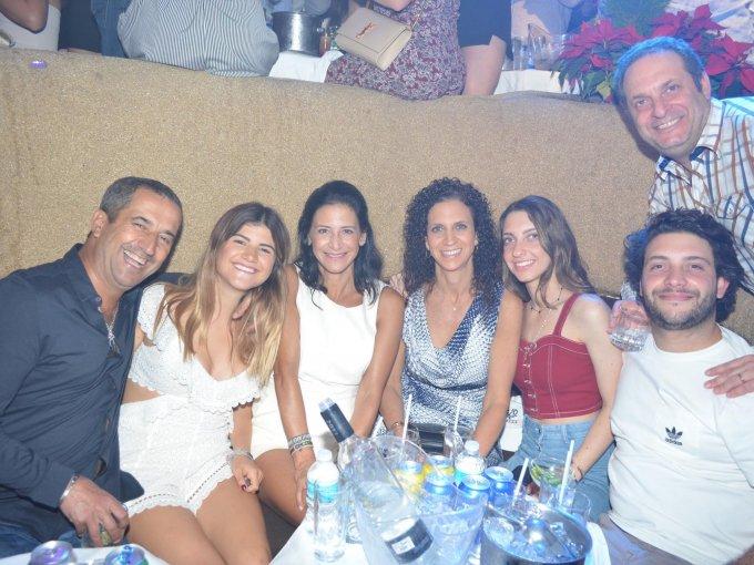 Elías, Shelly y Fortuna Helfon con Margie, Bella, Rafa y Salo Kalach