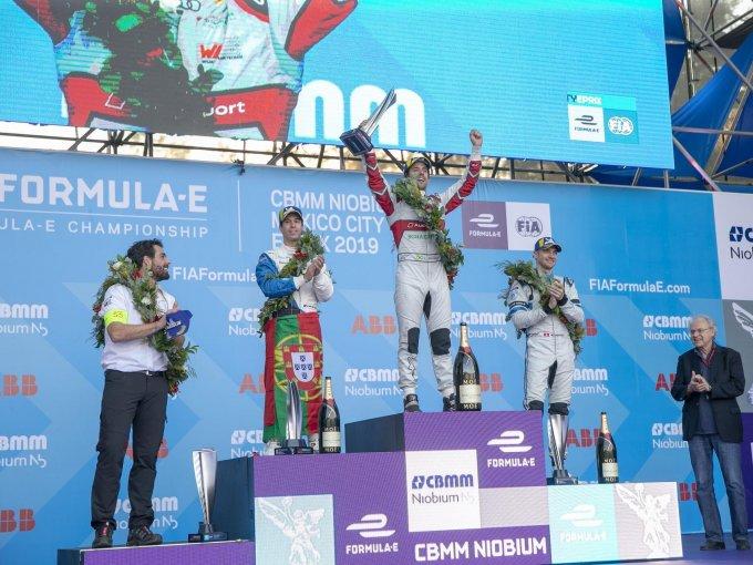 El podio con Lucas di Grassi en la cima, António Félix da Costa en el segundo puesto y Edoardo Mortara en el tercero