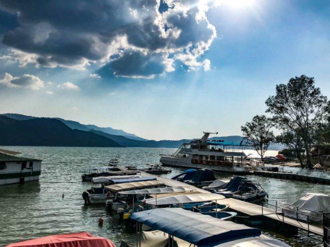 El lago de Valle de Bravo se presta para diversas actividades.