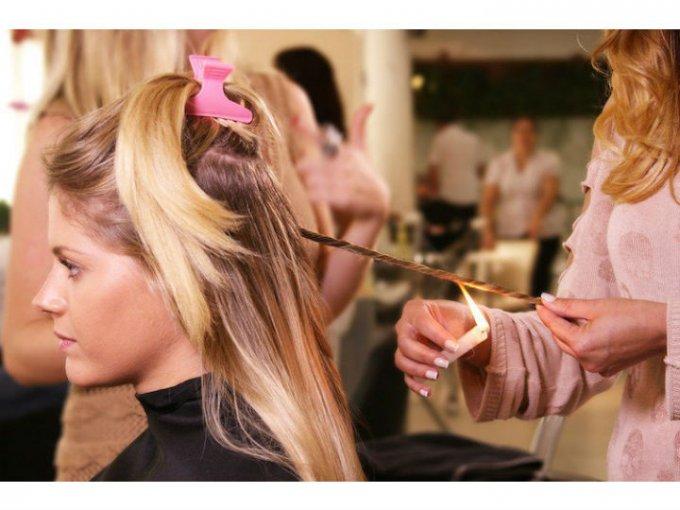 Velaterapia:  Una vela encendida pasa por tu cabello enrollado para quitar las puntas abiertas.