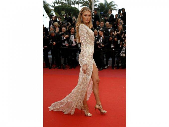 Romee Strijd, una de las ángeles de Victoria's Secret acudió con un vestido súper sexy.