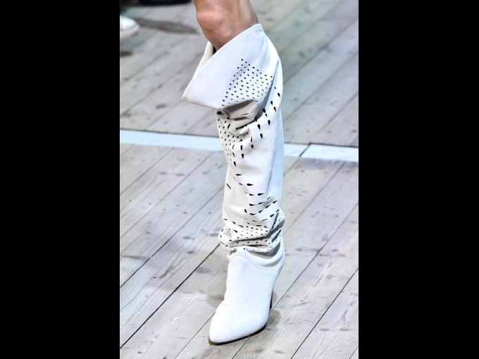 Botas blancas que te harán lucir espectacular.